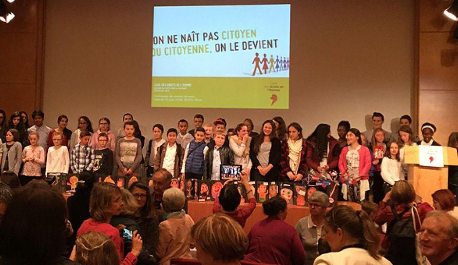 14 élèves de 6e du Collège Vauban (section internationale américaine) à Paris pour recevoir le 1er prix national du Concours « Ecrits pour la fraternité » le 18 juin 2016