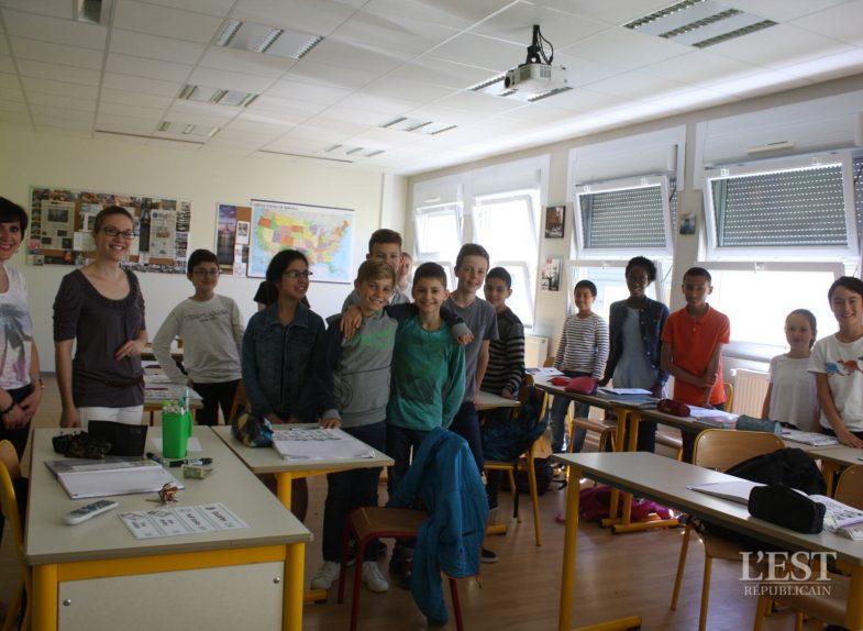 La classe de 6 e6 obtient le Prix national collège de la Ligue des droits de l'Homme. Photo C.R.