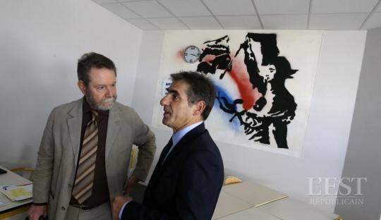 Jean-François Chanet, recteur, et Jean-Jacques Fito, principal, dans la salle de la section internationale « américain ». Photo Lionel VADAM